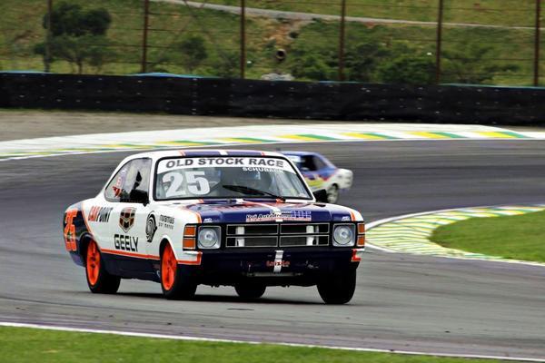 Old Stock Race: Categoria dá show em prova de apresentação em Interlagos