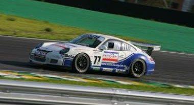 Porsche GT3 Cup 997: Miguel Paludo vence a prova final e Alex Barros garante o vice Mesmo com o ombr