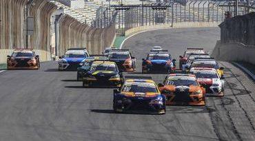 Sprint Guest Race: Pilotos dão show em Interlagos, e vitória fica com Gustavo Martins