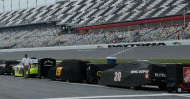 Nascar Sprint Cup Series: Chuva cancela treino em Daytona. Tony Stewart fica com a pole-position