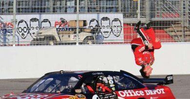 Nascar Sprint Cup Series: Carl Edwards vence em Atlanta