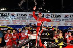 Nascar Sprint Cup: Carl Edwards vence a segunda consecutiva