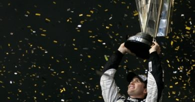 Nascar Sprint Cup Series: Jimmie Johnson é tri-campeão