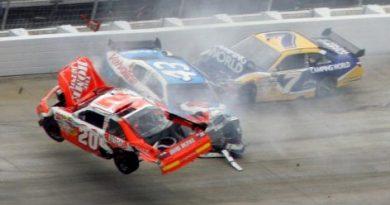 Nascar Sprint Cup Series: Jimmie Johnson vence em Dover. Joey Logano sofre acidente incrível