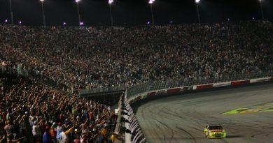 Nascar Sprint Cup Series: Mark Martin vence em Darlington