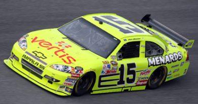 Nascar Sprint Cup: Paul Menard marca a primeira pole na categoria