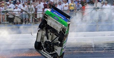 Nascar Sprint Cup Series: Brad Keselowski surpreende e vence em Kansas. Carl Edwards sofre acidente incrível