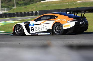 Top Series: Aston Martin Vantage V12 é pole position mundial com Xandy e Xandinho Negrão