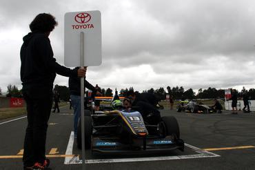 Toyota Racing Series: Em corrida muito equilibrada, Rodrigo Baptista faz boa corrida