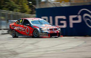 V8 Supercars Austrália: Toll Holden Racing Team e Team Vodafone vencem em Surfers Paradise