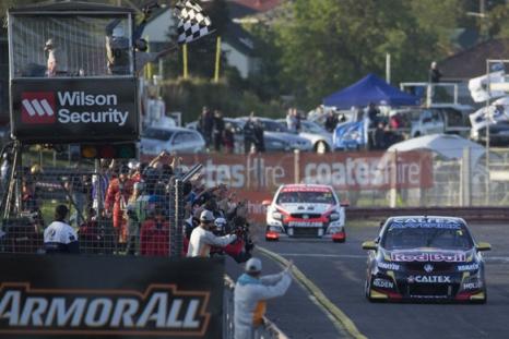 V8 Supercars Australia: Jamie Whincup/Paul Dumbrell vencem no Sandown Raceway