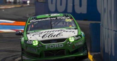 V8 Supercars Australia: Craig Lowndes é o novo líder