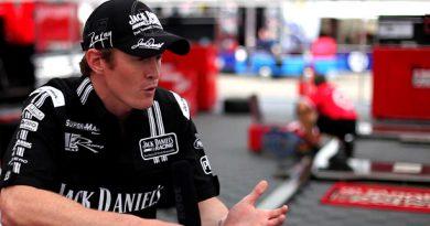 V8 Supercars Australia: Estrelas assinam para disputar prova de Surfes Paradise