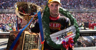 V8 SuperCars Australia: Craig Lowndes e Shane van Gisbergen vencem em Adelaide
