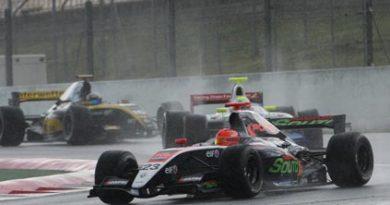 F-Renault: Barcelona tem oito corridas de quatro categorias diferentes no final de semana