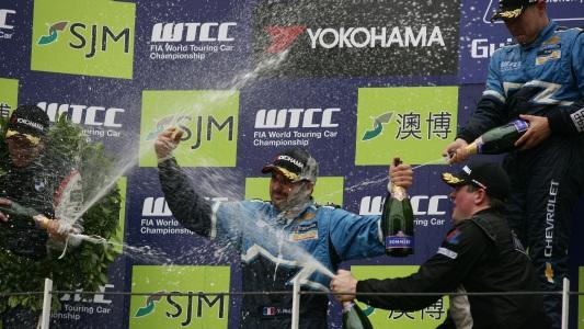 WTCC: Robert Huff vence as duas provas em Macau, mas não impedi bi de Yvan Muller