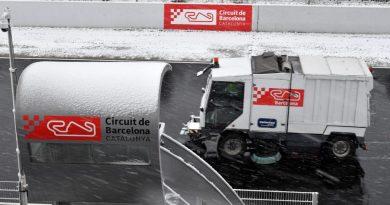 F1: Debaixo de neve, treinos não são suspensos e chefe da McLaren reclama