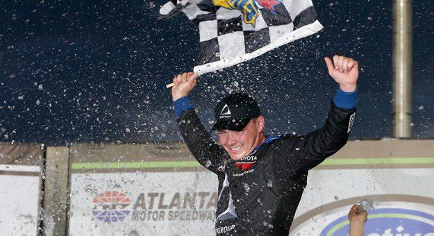 NASCAR Camping World Truck Series: Brett Moffitt vence em Atlanta