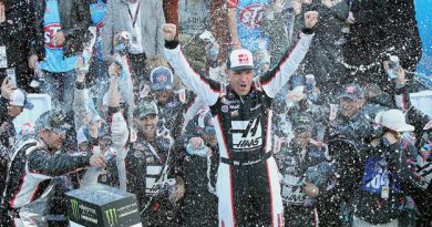 NASCAR Monster Energy Cup Series: Clint Bowyer vence em Martinsville
