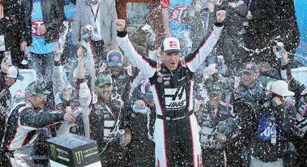 NASCAR Monster Energy Cup Series: Clint Bowyer vence em Martinsville