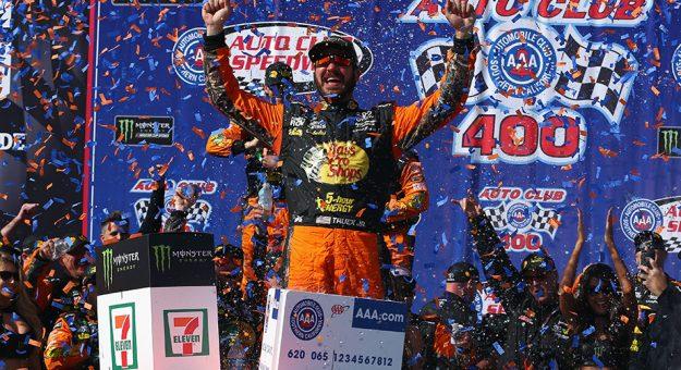 NASCAR Monter Energy Cup Series: Martin Truex Jr. vence no Auto Club Speedway