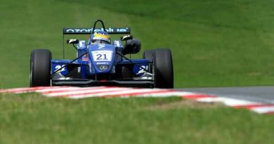 F3 Inglesa: Bruno Senna se despede da Fórmula 3 na terceira colocação