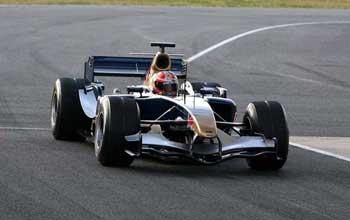 F1: Único carro com motor V10 estréia na pista