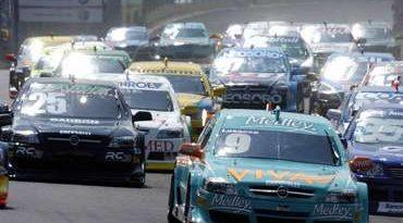 Stock: Recorde de Giuliano Losacco desafia categoria em Curitiba