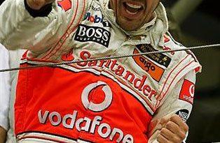 F1: Em corrida tumultuada pela chuva Alonso vence em Nürburgring