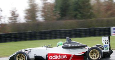F3 Inglesa: Asmer e Jelley registram melhores tempos em Oulton Park