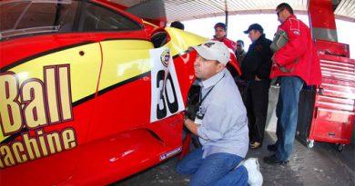 GT3 Brasil: Moreno bate, arregaça as mangas e trabalha para recuperar seu Ferrari