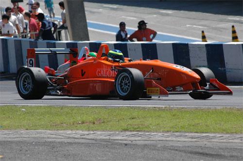F3 Sulamericana: Corrida espetacular dá a Cerutti seu primeiro ponto
