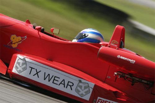 F3 Sulamericana: Douglas Hair satisfeito com sua primeira corrida no automobilismo