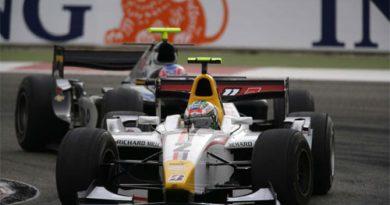GP2 Series: Di Grassi larga bem, mas leva batida e abandona