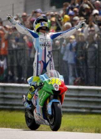 MotoGP: Rossi vence belo duelo com Stoner na Holanda