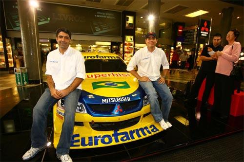 Stock: Carro da equipe Eurofarma-RC é atração no Aeroporto de Congonhas