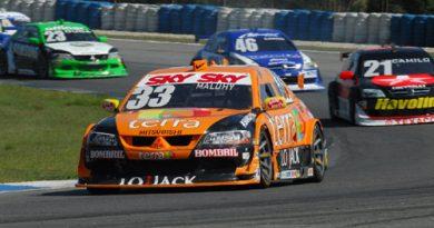 Stock: Felipe Maluhy tem pneu furado e Tarso Marques leva mais um toque em Curitiba