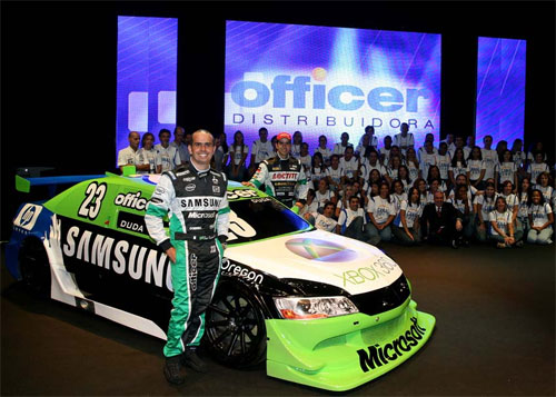 Stock: Officer Motorsport apresenta equipe para 5 mil pessoas