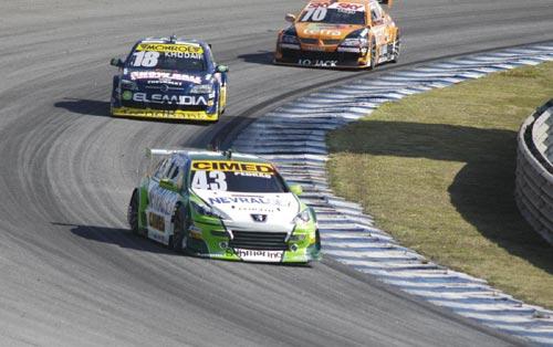 Stock: Pedro Gomes fez corrida de recuperação e terminou em 11º, o melhor Peugeot