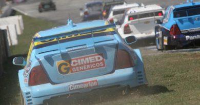 Stock: Pedro Gomes domina prova, mas furo de pneu abre caminho para vitória de Cacá