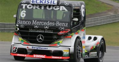 Truck: Com pista molhada, Cirino começa dominando o sábado