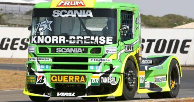 Truck: Roberval Andrade larga na segunda fila, em Goiânia