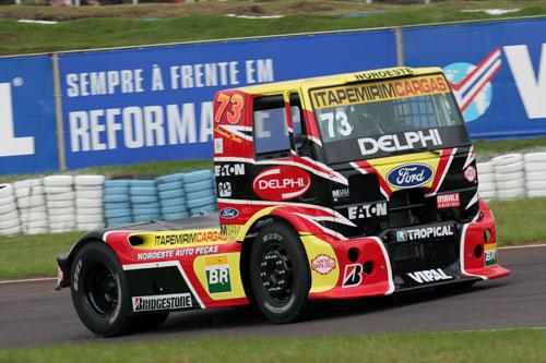 Truck: Em prova acidentada, Leandro Totti vence de ponta-a-ponta em Tarumã