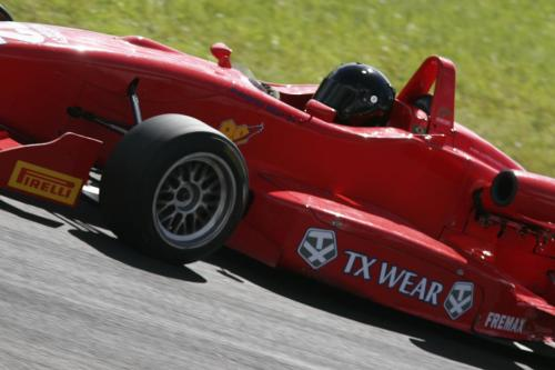 F3 Sulamericana: Problemas de câmbio prejudicaram fim de semana de Douglas Hiar