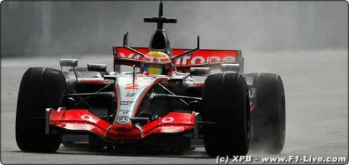 F1: Hamilton é o mais rápido no molhado em Sepang
