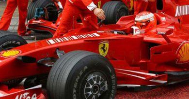 """F1: Em sua """"despedida"""", Michael Schumacher é mais rápido"""