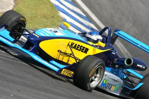 F3 Sulamericana: Denis Navarro corre pela primeira vez fora de Interlagos