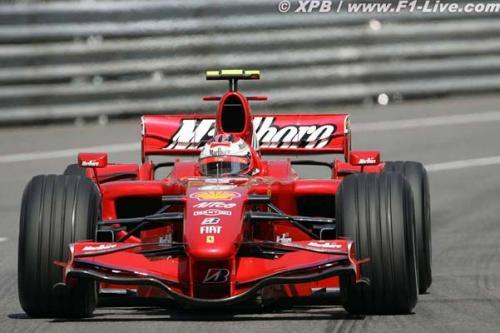 F1: Para Irvine, Raikkonen deveria 'parar de beber'