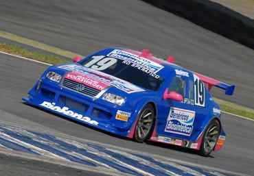 Stock: Rodrigo Sperafico é o mais rápido no segundo dia de treinos em Interlagos