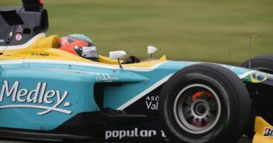 GP2 Series: Adam Carroll vence a primeira corrida na Hungria; acidente tira Xandinho da prova